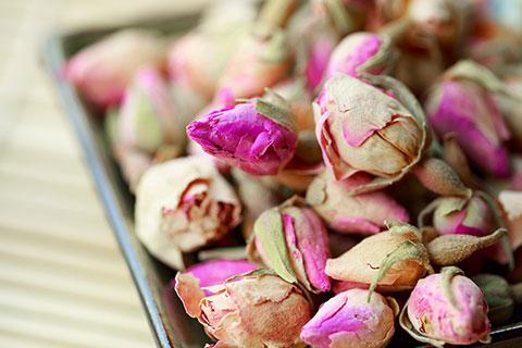 Rauhnachtsräucherkurs - Schamanisches Reisen - getrocknete Rosen