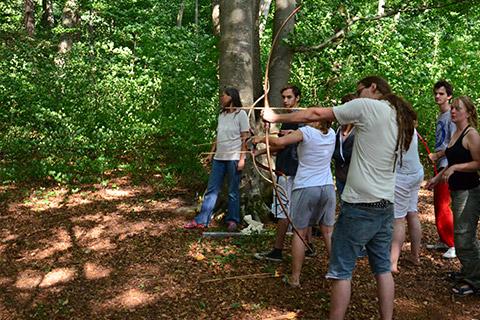 Wildnispädagogik Aufbaukurs - Anfertigung eines Manaubogens