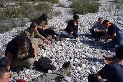 Wildnispädagogik Ausbildung Steine
